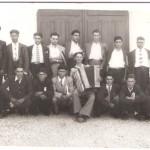 Grupo de jovens que em 1951 foram à inspecção tirar numero como se dizia na altura